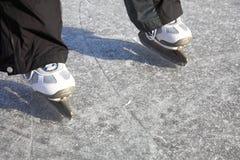 Льда кататься на коньках зима пруда outdoors замерзая Стоковые Фото