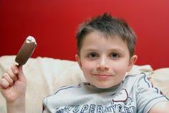льдед еды мальчика cream Стоковые Изображения RF