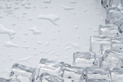 льдед кубиков возражает влажную стоковые изображения