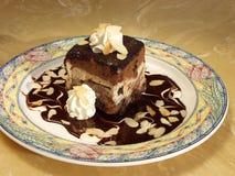 льдед шоколада торта замерли сливк, котор стоковое фото