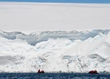 льдед expeditioners скалы Антарктики Стоковые Изображения RF