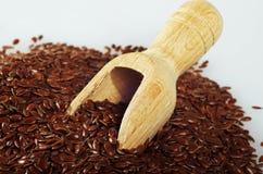 Льняное семя с деревянной ложкой Стоковое Изображение