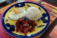 Любимые завтраки филиппинцев - тапы говядины стоковые фото
