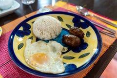 Любимые завтраки филиппинцев - Longanisa стоковое фото rf