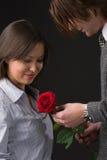 любимый красный цвет девушки поднял Стоковые Фотографии RF
