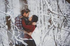 любить пар счастливый Внешняя сезонная деятельность Стоковые Фотографии RF