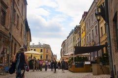 ЛЮБЛИН, ПОЛЬША 7-ое июля 2017 - Grodzka главная улица в Lubl стоковая фотография rf