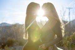 2 Любовника Enjoying Кажд Друг Компания Стоковое фото RF