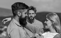 Любовники встречая отношения на открытом воздухе flirt романские Концепция разбитого сердца Пары в датировка любов счастливом, ре стоковое изображение rf