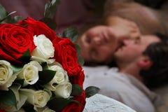Любовники и розы Стоковые Изображения