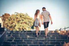 Любовники на романтичной прогулке Стоковое фото RF