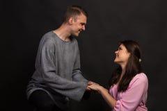 Любовники укомплектовывают личным составом и женщина стоковая фотография rf