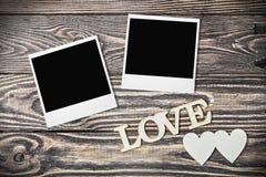 Любовные письма высекаенные на старое деревянном Стоковое Изображение RF