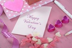 Любовные письма и карточки сочинительства на счастливый день валентинок Стоковое Изображение RF