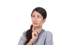Любознательная азиатская горничная в равномерный думать Стоковое Фото