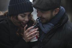 Любящие пары, выпивая кофе Стоковое Фото