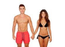 Любящие пары в swimwear стоковое изображение rf