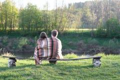 Любящие пары на стенде стоковые фотографии rf