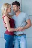 Любящие пары усмехаясь на одине другого Стоковое Изображение RF