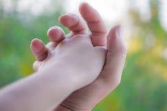 Любящие руки стоковые изображения rf