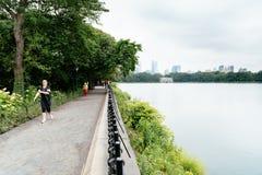 Люди бежать центральным парком в Нью-Йорке стоковые фотографии rf