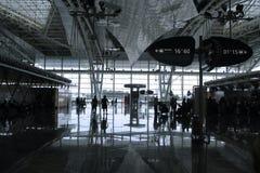Люди в авиапорте Стоковые Фотографии RF