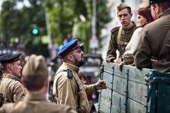 Люди в военной форме в честь праздника дня победы Стоковое Изображение