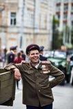 Люди в военной форме в честь праздника дня победы Стоковые Фото