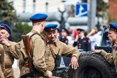 Люди в военной форме в честь праздника дня победы Стоковое Изображение RF