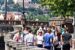Люди в городе в Праге Стоковая Фотография