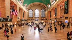 Люди в двигать дальше грандиозную центральную станцию, NYC видеоматериал