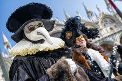 Люди в костюмах на Венеции carneval 2018, Италия Стоковое Изображение RF