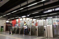 Люди в метро. Запачканное движение. Стоковые Изображения RF