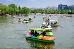 Люди в парке Парк Taoranting парк расположенный в Пекине, Китай крупного города Стоковое Изображение RF