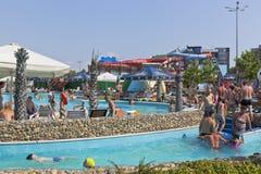 Люди в поселении Dzhemete курорта ` Tiki-Tak ` аквапарк, Anapa Стоковая Фотография