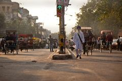 Люди в улицах Индии Стоковые Фотографии RF