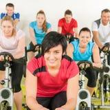люди гимнастики группы пригодности bike Стоковое Изображение