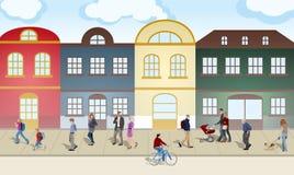 Люди гуляя через город стоковые изображения rf