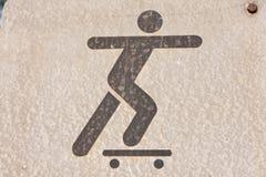 люди играя skateboarding символ Стоковые Изображения
