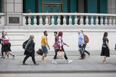 Люди идут к улице Ливерпуля, приходя домой от работы Стоковая Фотография RF