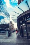 Люди идя в Глазго, 01 08 2017, Шотландия, Великобритания Стоковые Изображения
