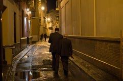 Люди идя в Севилью на ноче, Испанию Стоковое Изображение RF