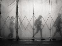 Люди идя в тоннель Стоковые Фото