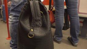 Люди идя из поезда на станции Стоковая Фотография