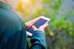 Люди используют мобильный телефон Стоковая Фотография