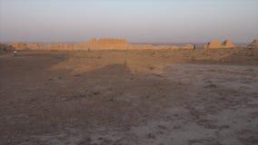 Люди и панорамные руины в Узбекистане сток-видео