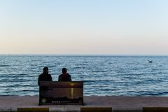 Люди и улицы городка Cinarcik - Турции Стоковое Изображение