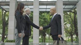 Люди корпоративного бизнеса тряся руки Стоковое Фото