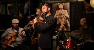 Люди малого джаз-клуба стоковое изображение rf