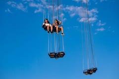 Люди наслаждаясь летчиком звезды Орландо Езда качания «мира самая высокорослая стоя на 450 футах в международной зоне привода стоковые фотографии rf